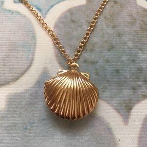 Jewelry - 🧜🏽♀️ Shell Locket Necklace NWT